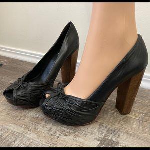 🌸 3/$20 Aldo black bow tie heels